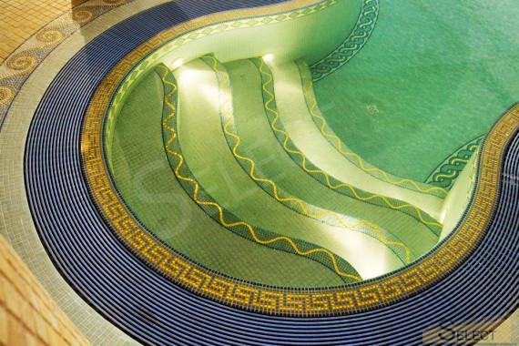 Выход лестница бассейна