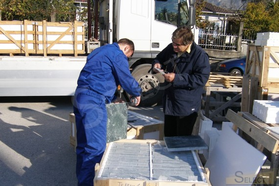 Quality control of production of elements from natural marble tiles in Italy