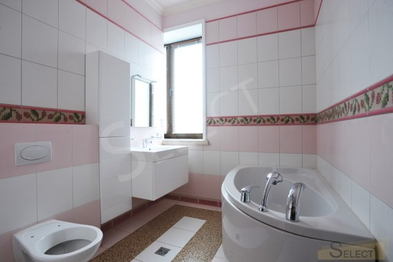 Photo of a children's bathroom in a country cottage in a classic style with Ceramic tiles, mosaics - Baldocer, Bisazza