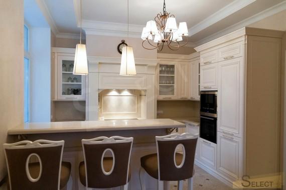 Фото Кухня с барной стойкой в классическом стиле