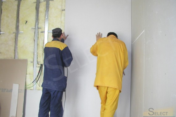 Installation of plasterboard structures in the lobby of the first floor of a country house