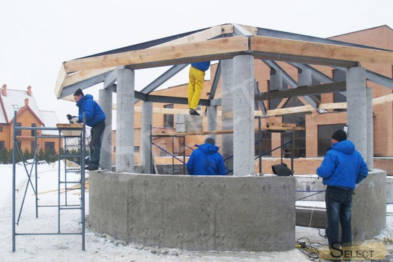 Finishing work for the bar counter in the gazebo by the pool in the entertainment complex