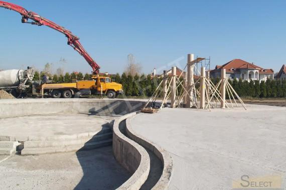 Начало строительных работ по строительству бассейна в развлекательном комплекте