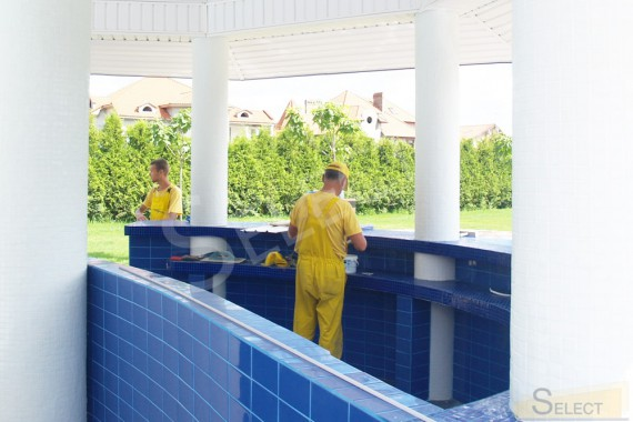 Finishing works for the pool bar in the entertainment complex