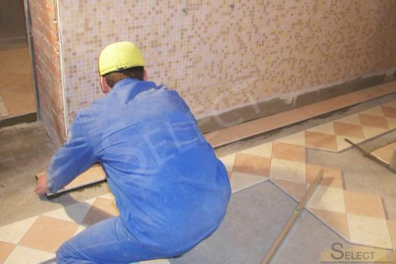 Фото работ по укладке натурального мрамора I Conci на полу стыки и стенка