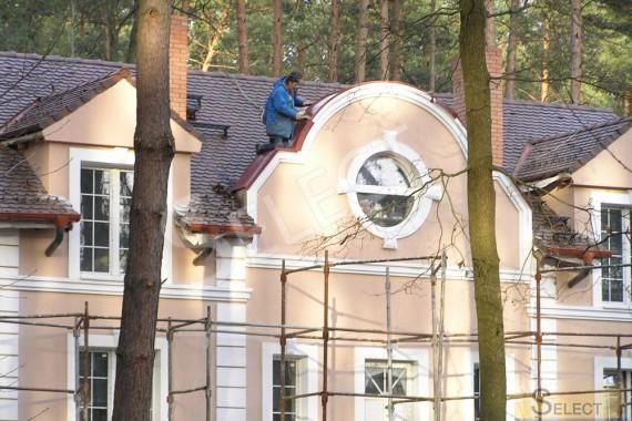 Работа по накрытию крыши черепичной плиткой