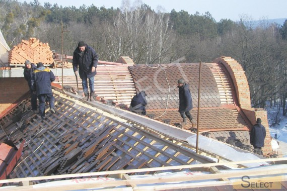 Construction work in the villa. Photo of roof covering