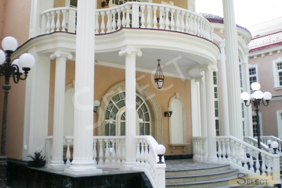 Photo of the main entrance to the villa