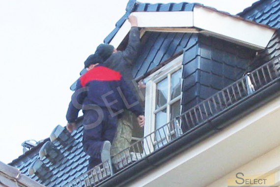 строительные работы на крыше коттеджа для семьи на отдыхе в подмосковье