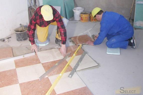 Фото укладки натурального мраморной плитки на пол на третьем этаже виллы