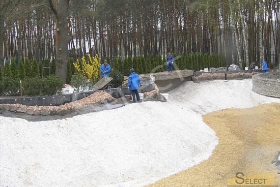 фото. Берегоукрепление. Ход строительства искусственного водоема на вилле загородом