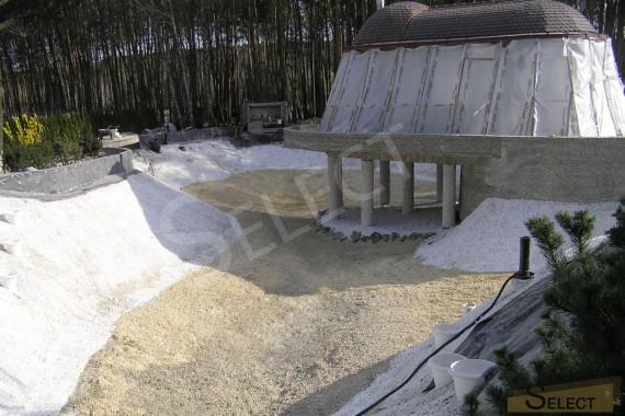 фото. Подготовка площадки. Ход строительства искусственного водоема на вилле загородом