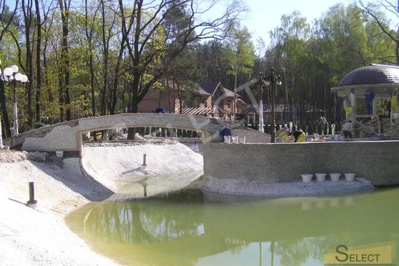 фото. Ход строительства искусственного водоема на вилле загородом