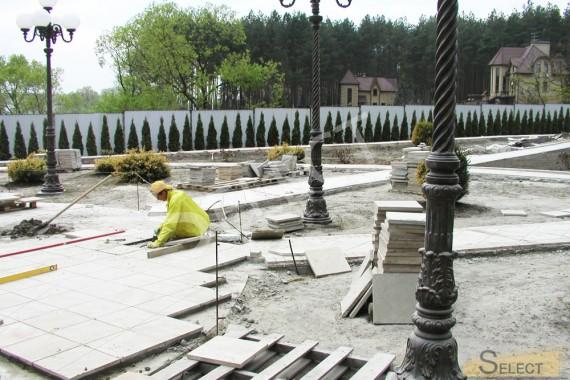 Фото Укладка мраморной тратуарной плитки в дизайне ландшафта виллы