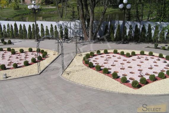 Дизайн клумбы в виде сердца. Фото клумб с арками и Тротуарная плитка, мраморная отсыпка, натуральный камень – Ariostea, I Conci, I.VE.CO . Marmi, Granulati Zandobbio, Ceramiche Coem