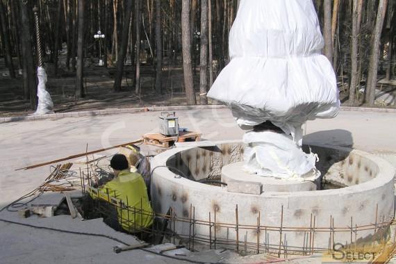 Установка фонтана Robers Leuchten и отделанные работы возле него