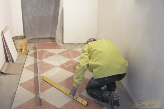 Laying natural marble - I Conci on the floor in the dressing room