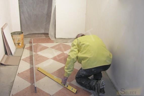 Укладка натурального мрамора – I Conci на полу в гардеробной комнате