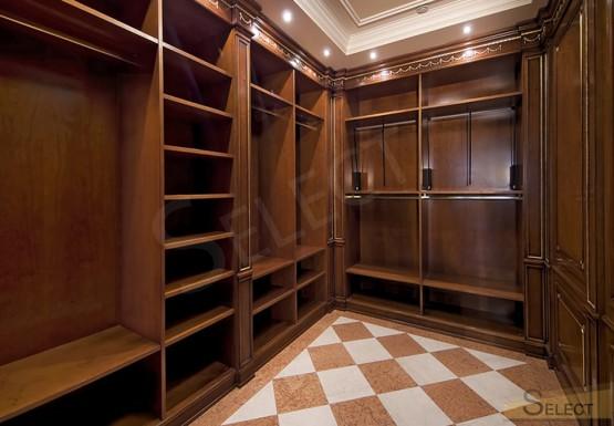 фото Центральная гардеробная комната на вилле