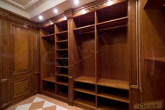 Центральная гардеробная комната фото на вилле