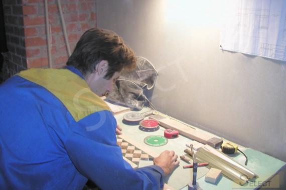 Набор и укладка элементов мозаики натурального мрамора I Conci, Bemarsa