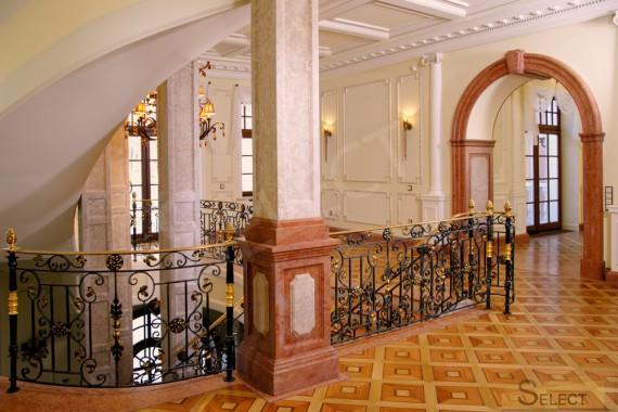 Фото второго этажа лестнично лифтового узла малоэтажного жилого дома